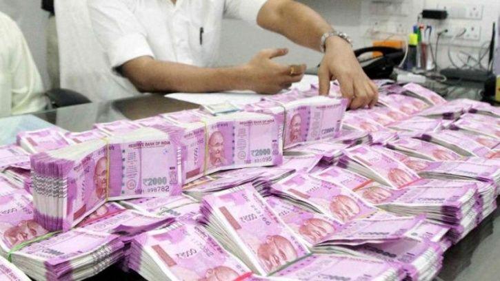 Mumbai scriptwriter prints fake currency notes