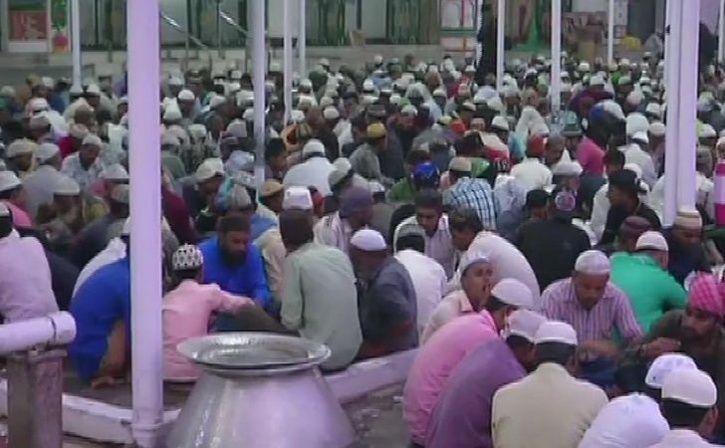 hindu muslim unite at gujarat dargah