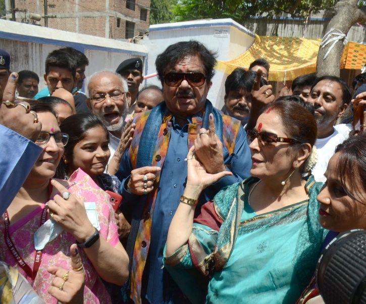 Prakash Raj Accepts Defeat, Urmila Matondkar Files Complaint: Here's How Celebs Reacted To Election