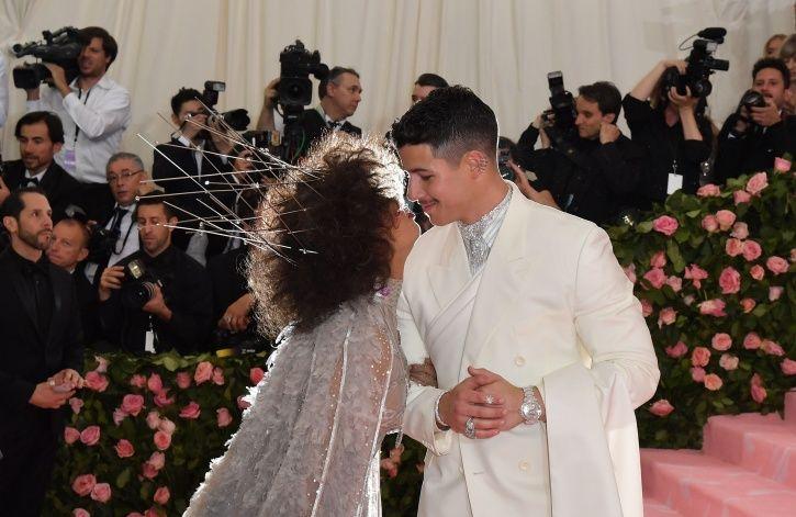 Priyanka Chopra and Nick Jonas share a kiss at Met Gala 2019.