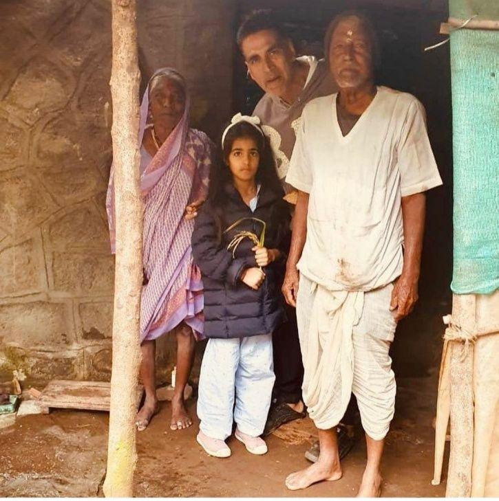 Akshay Kumar And His Daughter Nitara Eat 'Gur Roti' At Elderly Couple's Home