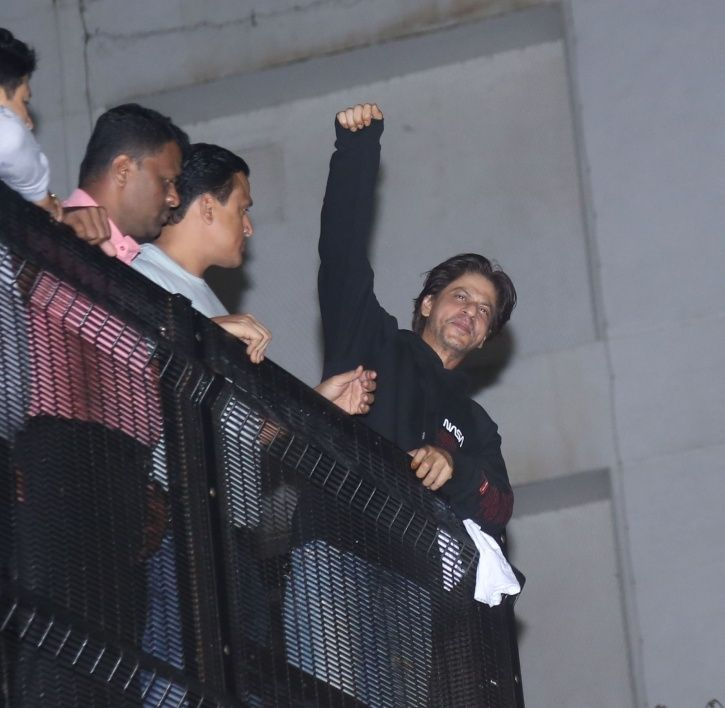 Shah Rukh Khan greets fans outside Mannat at midnight on his birthday.
