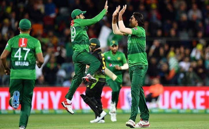 US Couple Watches Australia Vs Pakistan T20I On Wedding Day