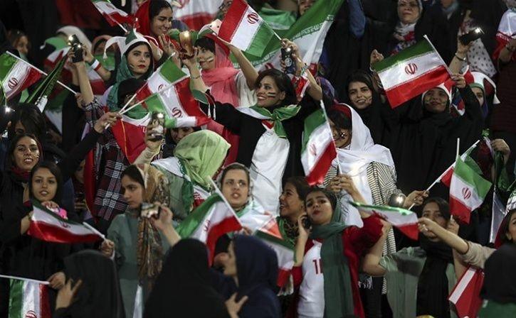 Iranian women went to the stadium