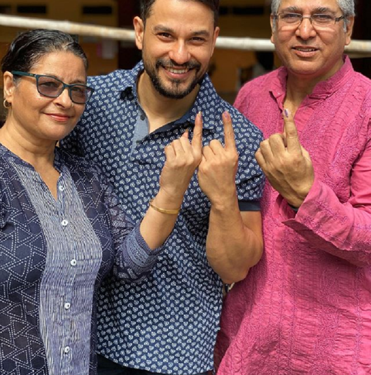 Kunal Kemmu stepped out to vote along with his parents.