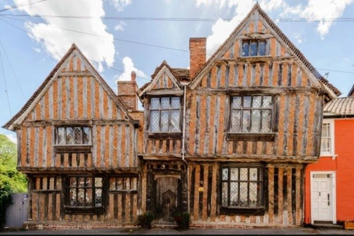 Now You Can Stay In Harry Potter's Childhood Home & Also Share Room With Ghosts Who Live There