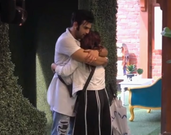 Paras Chhabra hugging Shehnaz Gill who has boyfriend outside Bigg Boss 13 house.