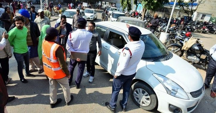 Traffic Police Challan, Traffic Challan, Police Cop Fined, UP Police Cop Fined, Uttarakhand News, Tr