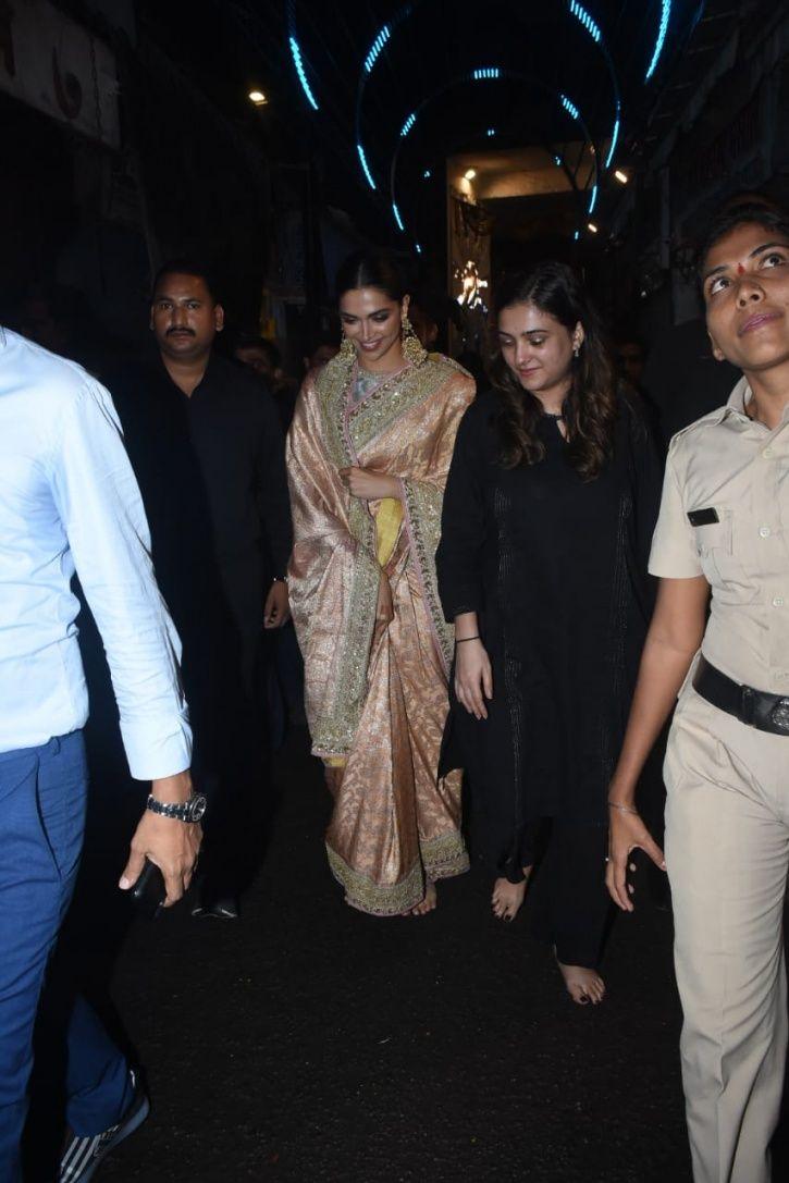 Deepika Padukone Visits Lalbaugcha Raja, Walks Barefoot As She Offers Prayers To Lord Ganesha!