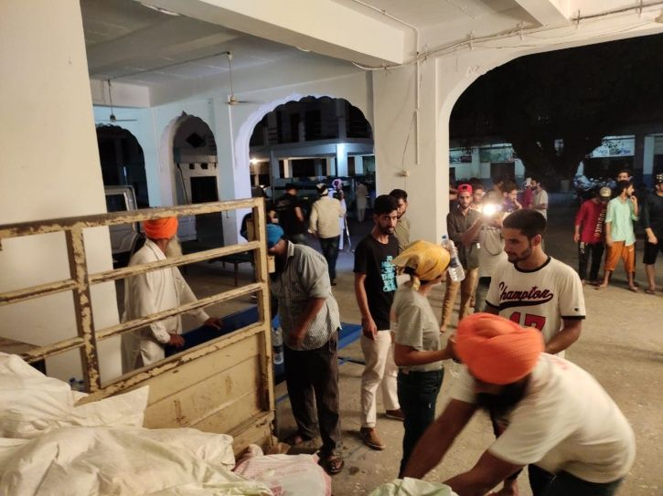 Khalsa Aid Distributes Essential Items, Groceries & Money Among 300 Kashmiri Students In Punjab