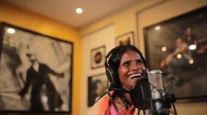 Ranu Mondal smiles as she records Aashiqui Mein Teri with music composer Himesh Reshammiya.