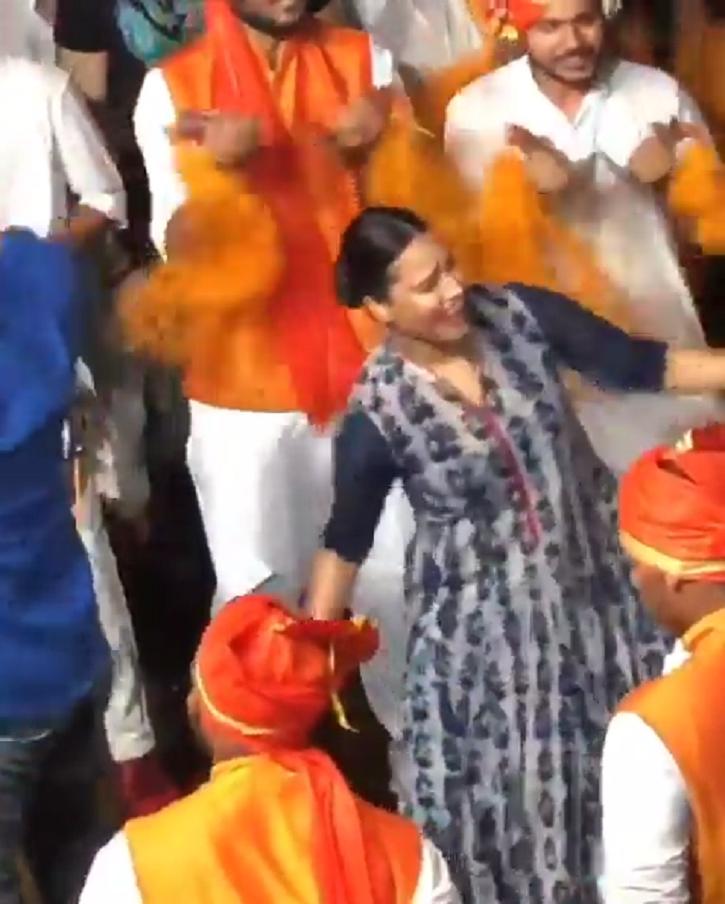 Swara Bhasker dances with Salman Khan and Daisy Shah at Ganesh Visarjan 2019.