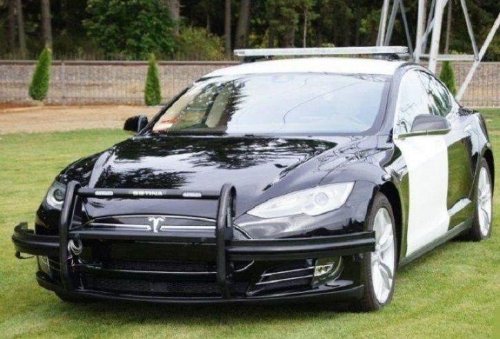 Tesla Model S, Tesla Police Car Runs Out Of Charge, Tesla Police Car Stops, Tesla Car Chase, Tesla P