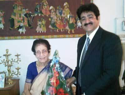 Sandeep Marwah Honored By Padma Bhushan Shobhana Ranade