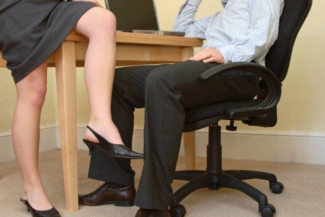 'Help! Colleague Dating Our Married Boss'