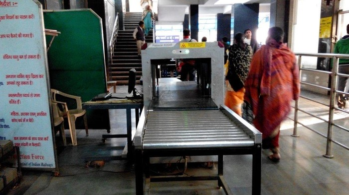 No Security At Ajmeri Gate Metro Station!