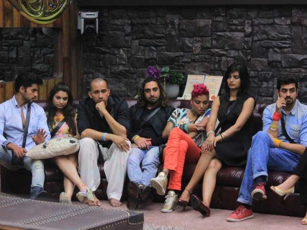 15 Signs You Are Addicted To Bigg Boss!!!