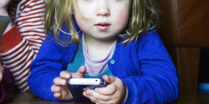 Should Kids Be Exposed To Facebook?