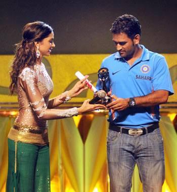 EC Ambassadors Dhoni, Deepika Won's Cast Vote