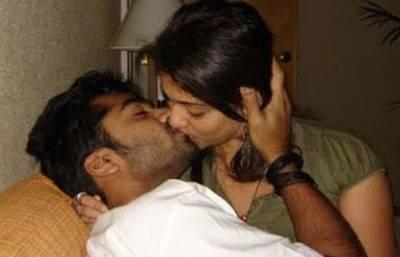 Virat Kohli, Anushka's Hot Kissing Picture Goes Viral On Net
