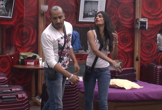 Bigg Bos 8: Was Sonali Raut Right In Slapping Ali Quli Mirza?