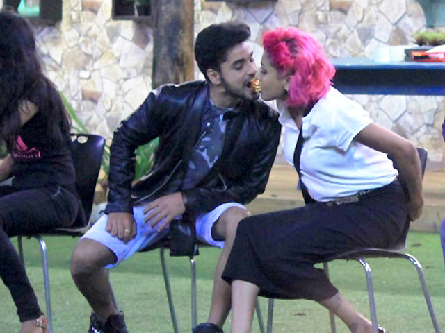 Bigg Boss 8 Turns Into An 'orgy' Party!