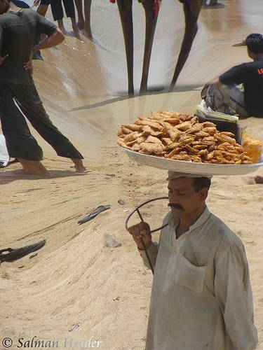 Never Underestimate The Power Of The Common Man - The Samosa Vendor