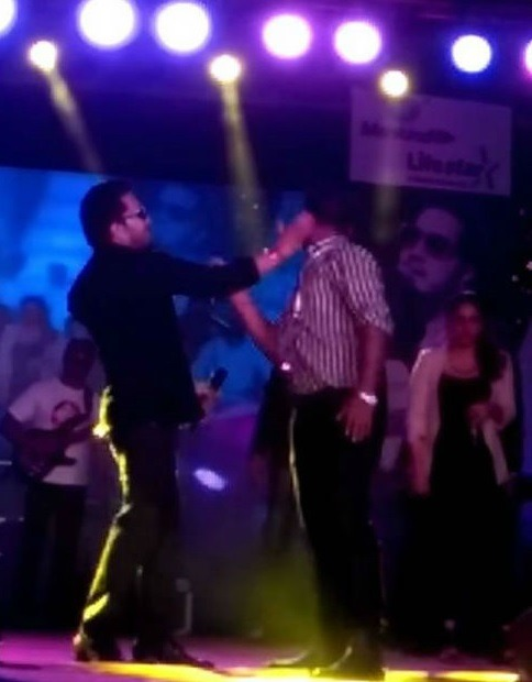 SHOCKING: Mika Singh Slaps A Doctor During Live Show!
