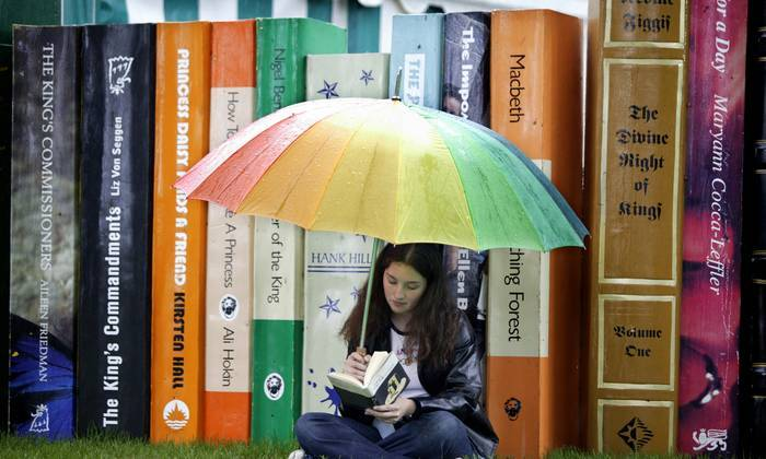 Top 10 Signs You Are A Bookaholic