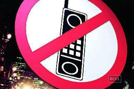 BIZARRE! Phones, Pens, Diaries Banned At Delhi Police Stations
