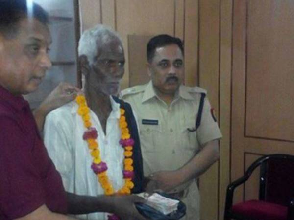 Man Returns Rs. 90,000 To The Police; Gets Rewarded
