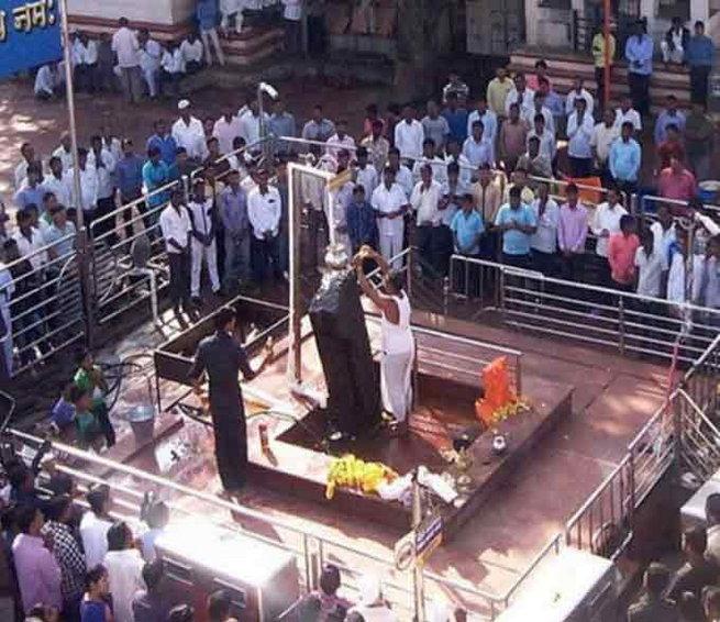 OMG: Maharashtra Temple 'purifies' Idol After Woman Offers Puja