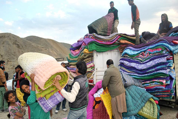 5 Places In Delhi Where You Can Donate Warm Clothes This Winter