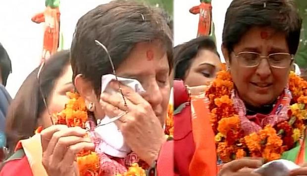 Kiran Bedi In Tears: Is She Scared Of The Kejriwal Wave?