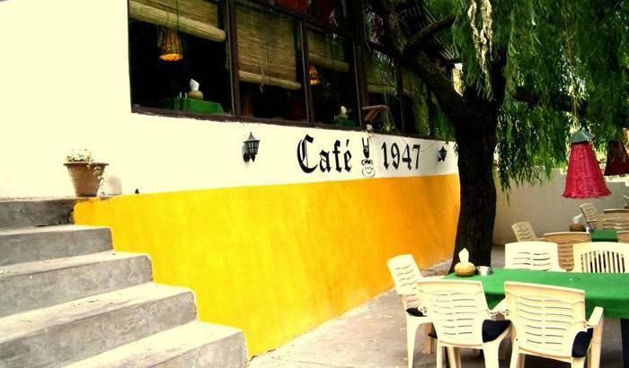 Coolest Book Cafes To Hang Out In India - Cafe 1947, Manali