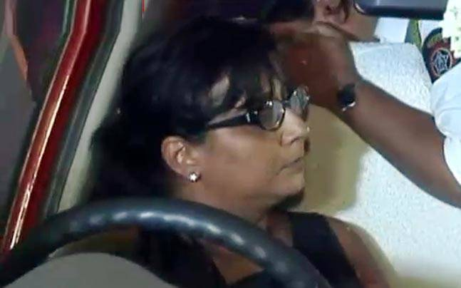 Drunk Mumbai Woman Abuses Cop, Creates Scene!