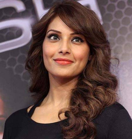 8 Pictures That Prove Bipasha Basu Belongs To The 'Cougar Town'