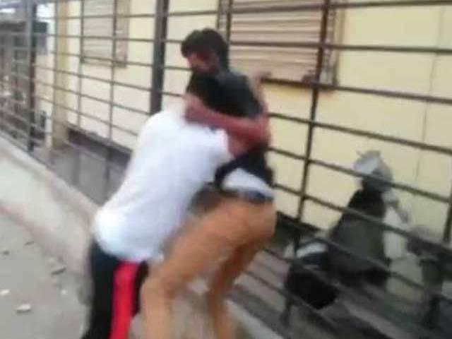 SHOCKING: 17 Yr Old Dies In A Street Fight In Hyderabad