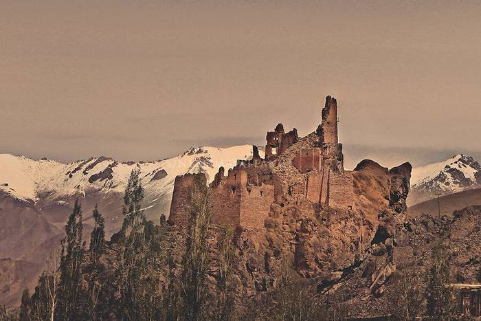 Beautiful Places To Visit In India - Chiktan Castle In Kargil