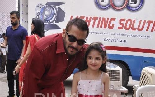 Salman Khan Meets 'Bajrangi Bhaijaan' Co-star Harshaali Malhotra