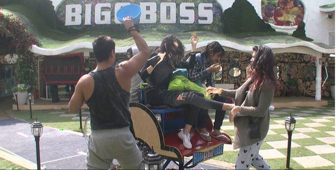 Bigg Boss 9: Things Get Ugly When Mandana Kicks Kishwer