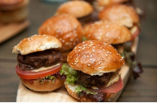 10 Places In Delhi That Serve The Best Burgers Ever!