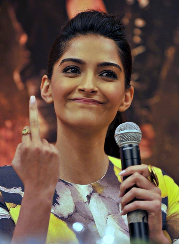 The Girls Showing Middle Finger To Salman Khan