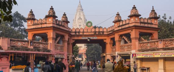 Wear A Sari If You Want To Visit Kashi Vishwanath Temple!