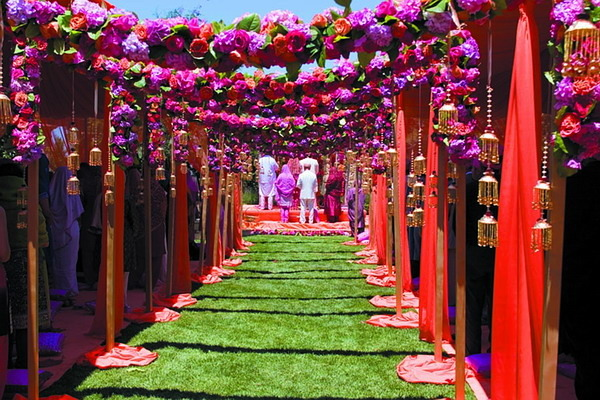 7 Ways To Have A Lavish Wedding Without The High Costs