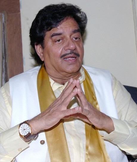OMG: Is Shatrughan Sinha Changing Loyalties In Bihar?