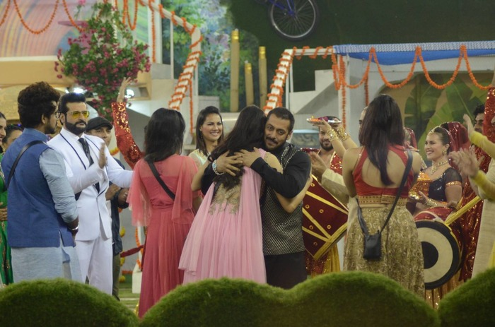 Bigg Boss Nominations With A Twist! Salman Khan Supervises Nominations