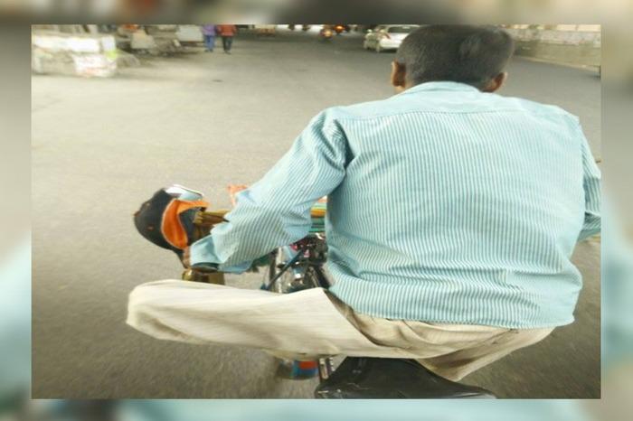 Inspiring! This Rickshaw Puller Was Pulling His Rickshaw With One Leg