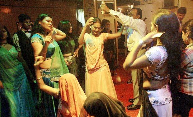 Maharashtra Govt. Wants The #DanceBars And Not BEEF