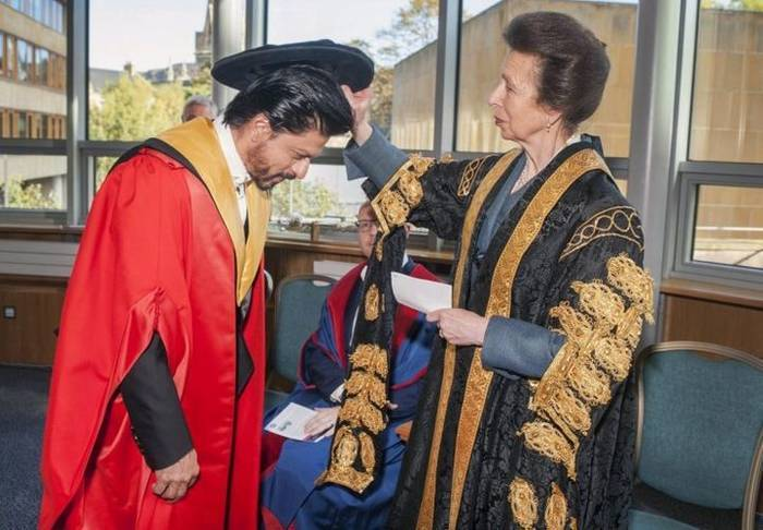 Kudos: Dr. Shah Rukh Khan Received His Doctorate Degree From The Edinburgh University